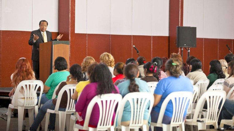 Prem Rawat s'adresse aux détenues de la prison d'Ezeiza en Argentine