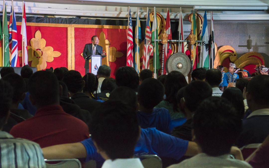 Éduquer le cœur: PremRawat s'adresse à des étudiants enIndonésie etenMalaisie