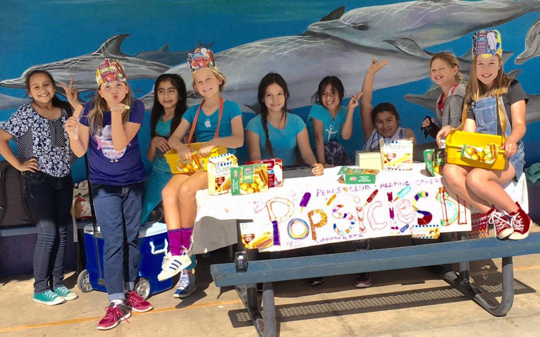 Demandez nos sorbets! Le Club de la Paix d'une école primaire à Malibu collecte des fonds pour le programme FFP