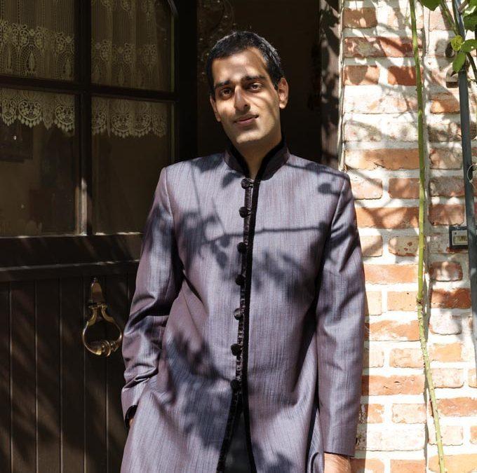 Rose per la Fondazione Prem Rawat: l'artista Seenu Singh raccoglie fondi