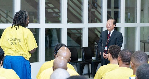 Prem Rawat meets with peace education participants at Twin Towers Correctional facility