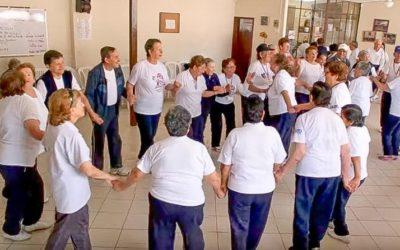 Il programma di educazione alla pace dà nuova energia agli anziani