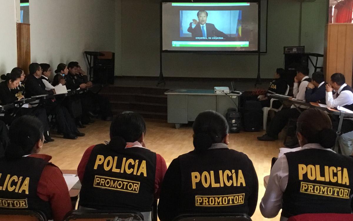 Police participate in the course in Cusco, Perú