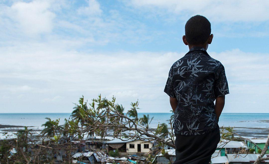 Îles Fidji : la Fondation Prem Rawat aide les habitants après le passage du cyclone Harold survenu en pleine pandémie du Covid-19