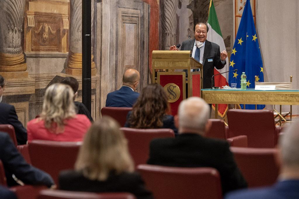 Prem Rawat spoke to Italian officials at the Senate in Rome.